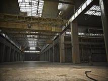 Le grand intérieur a encadré l'entrepôt grunge avec un plancher vide Photo libre de droits