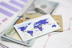 Le grand montant de cent dollars US empaquettent des billets de banque image libre de droits