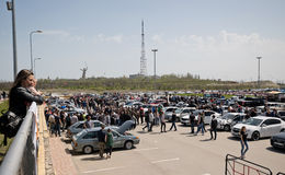 Le grand nombre des spectateurs est venu pour observer l'audio et la voiture t de voiture Photographie stock