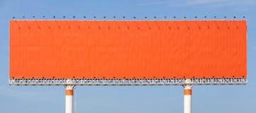Le grand panneau d'affichage vide prêt pour la nouvelle publicité avec la SK bleue Photos libres de droits