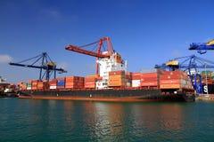 Le grand RIO DE JANEIRO de navire porte-conteneurs EXPRIMENT à Valence photos stock