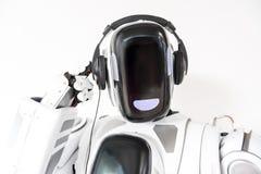 Le grand robot agréable utilise l'écouteur Photographie stock