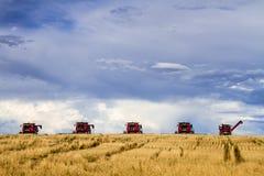 Le grand rouge combine l'équipement d'agriculture Photographie stock libre de droits