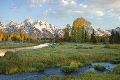 Le grandi montagne di Teton con la corrente nella mattina si accendono Fotografie Stock
