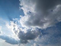 Le grandi nuvole coprono il sole Fotografia Stock Libera da Diritti