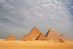 Le grandi piramidi fotografie stock