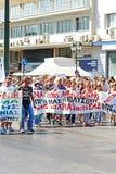 Le Grec protestent contre les nouvelles mesures d'austérité et les pertes de travail à Athènes Photo stock