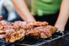 Le gril de bifteck de boeuf de viande crue, a grillé tout entier photos stock