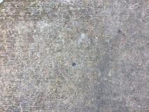 Le gris a donné au mur une consistance rugueuse en béton avec la surface approximative images libres de droits
