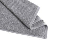 Le gris a plié la serviette éponge d'isolement image libre de droits