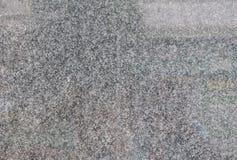 Le gris a poli des tuiles de granit sur le mur du b?timent photos libres de droits