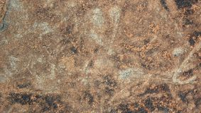 Le gris rougeâtre a coloré le fond naturel très gentil de texture de pierre de colline image libre de droits