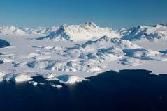 Le Groenland, la banquise et les montagnes Image stock