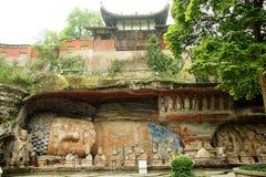 Le grotte della cima della scogliera della montagna del tesoro della contea di Dazu hanno scolpito la pietra Fotografie Stock Libere da Diritti