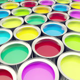 Le groupe, boîtes en métal de bidon de collection avec la peinture de couleur teignent 3d illustration, profondeur d'effet de cha Photographie stock libre de droits