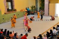 Le groupe canadien-Philippino de danse exécute Photo libre de droits