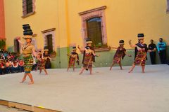 Le groupe canadien-Philippino de danse exécute Photos libres de droits