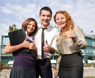 Le groupe d'employés de bureau expriment le happyness Photo libre de droits