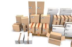 Le groupe de boîtes en carton empilées sur les palettes en bois d'expédition sont Photo stock