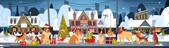 Le groupe de chiens en Chambres de Santa Hats Outdoors Near Decorated marient l'affiche horizontale de Noël et de bonne année illustration libre de droits