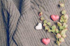 Le groupe de coeurs forment sur la laine, concept d'amour de jour de valentines Images stock