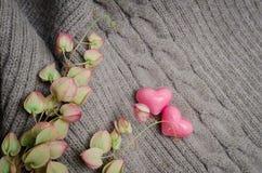 Le groupe de coeurs forment sur la laine, concept d'amour de jour de valentines Photographie stock