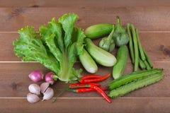 Le groupe de concombres végétaux, aubergines thaïlandaises, longs beens, Winged soit photos libres de droits