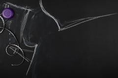 Le groupe de couture objecte le mensonge à plat sur un backgro noir de tableau Image stock