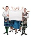Le groupe de danseurs d'écossais dansent avec la bannière vide photographie stock