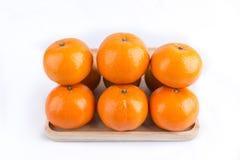Le groupe de mandarines portent des fruits d'isolement sur le fond blanc photographie stock libre de droits
