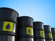 Le groupe de pétrole brut barrels avec le label jaune Photographie stock libre de droits