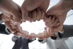 Le groupe de personnes a joint leurs mains Photographie stock libre de droits