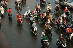 Le groupe de personnes montent la motocyclette en heure de pointe Images stock