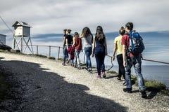 Le groupe des jeunes voyage autour de la Norvège Photos libres de droits