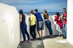 Le groupe des jeunes voyage autour de la Norvège Image libre de droits