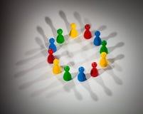Le groupe du réseau social figure le concept Photos libres de droits