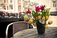 le groupe fleurit la table Image libre de droits