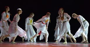Le groupe ouvert de danse du ` s d'enfants de la danse Festival-2016 exécute slave Image libre de droits
