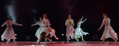 Le groupe ouvert de danse du ` s d'enfants de la danse Festival-2016 exécute slave Image stock