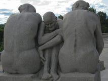 Le groupe sculptural de trois personnes en parc Vigeland Photos libres de droits