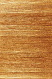 Le grunge antique d'or a chiffonné la texture de papier de crêpe, fond texturisé naturel, l'espace vertical de copie, sépia foncé Images libres de droits