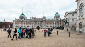 Le guardie di cavallo reali sfoggiano alla Camera di Ministero della marina a Londra Fotografia Stock Libera da Diritti