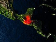 Le Guatemala en rouge de l'espace la nuit Photo stock