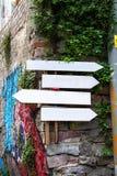 Le guide-conseil avec quatre directions Photo stock