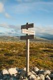 Le guide signent dedans des montagnes Photo libre de droits