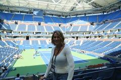 Le gymnaste de renommée mondiale Nadia Comaneci de la Roumanie rend visite à Billie Jean King National Tennis Center pendant l'US images libres de droits