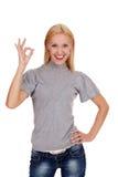 Le härlig kvinna som okay visar gest arkivbild
