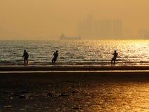 Le hade de pêcheurs un bon transport sur la plage Image libre de droits