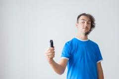Le hairstyling des hommes et haircutting dans un salon de coiffure ou un salon de coiffure photos libres de droits