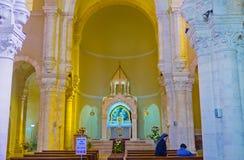 Le hall blanc de prière images stock